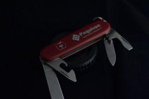 アーミーナイフ 300x200 - キャンパーの相棒、スイスアーミーナイフの背景