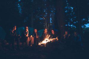 キャンプファイヤー 300x200 - キャンプの際におすすめのおもしろい娯楽、ゲーム