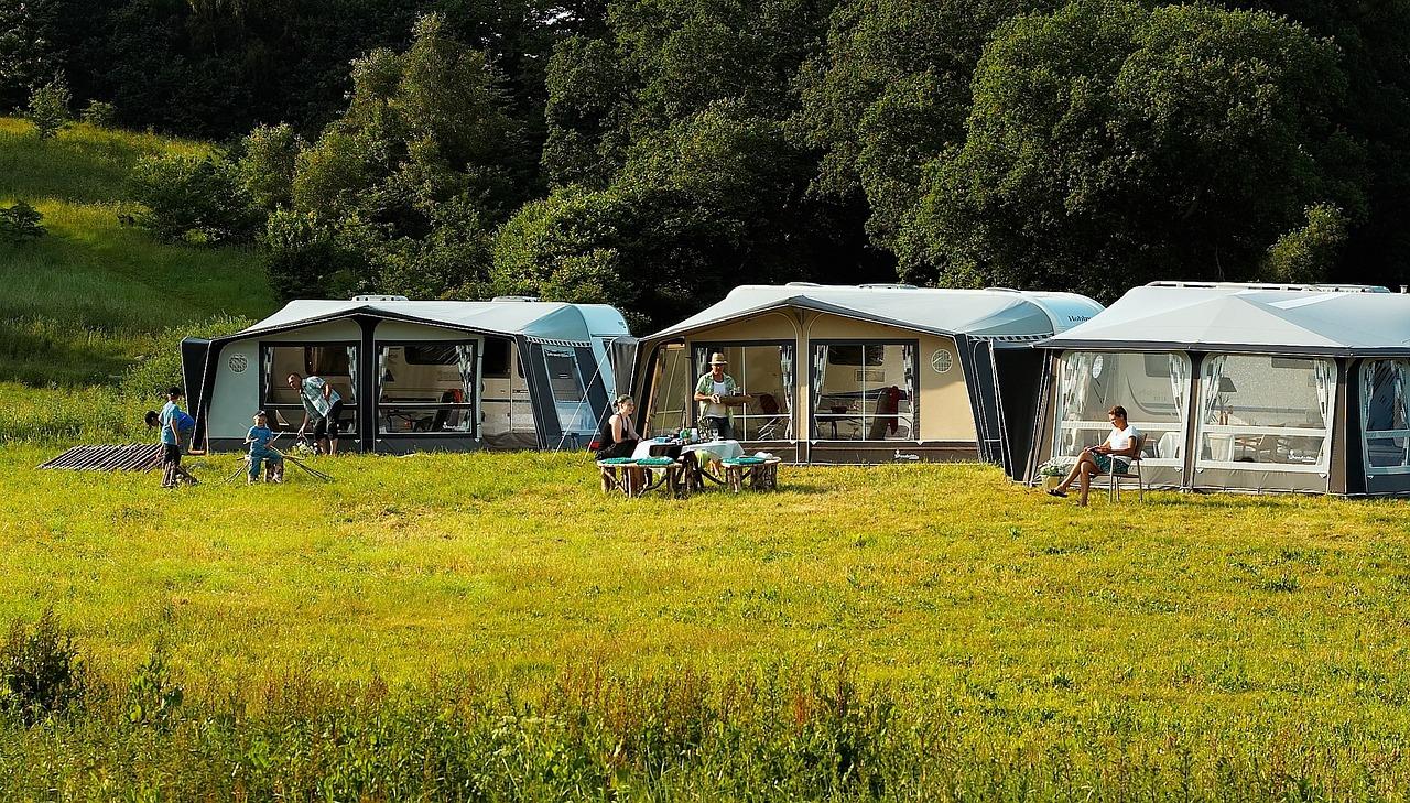 キャンプ - 持っておきたいキャンプ用デジタルガジェット