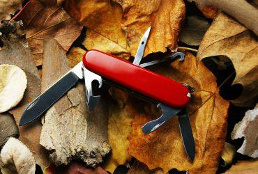 スイスアーミーナイフ 370x250 - キャンパーの相棒、スイスアーミーナイフの背景
