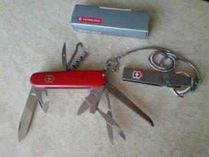 ナイフ 300x225 - キャンパーの相棒、スイスアーミーナイフの背景