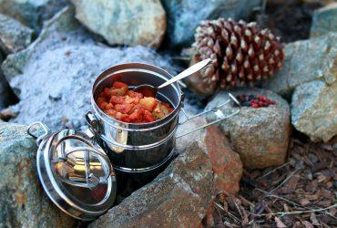 フード 370x250 - キャンプ中の食べ物の保管方法のコツ