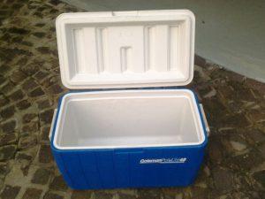 クーラーボックス 300x225 - キャンプ中の食べ物の保管方法のコツ
