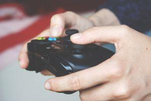 ゲーマー 300x200 - ラスベガスの夢を追うビジネスマン、ビデオゲーム機付きRVの誕生