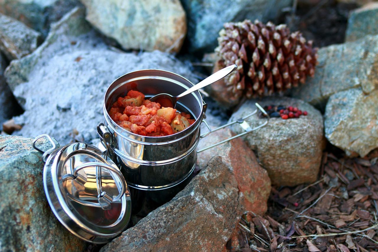 フード - キャンプ中の食べ物の保管方法のコツ