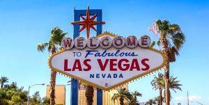 ラスベガスのサイン 300x151 - ラスベガスの夢を追うビジネスマン、ビデオゲーム機付きRVの誕生