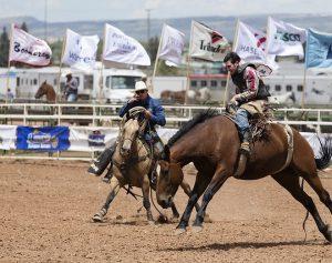 ロデオ乗馬 300x237 - キャンピングカーとスポーツ、キャンピングカーで訪れるべき世界中のスポーツイベント
