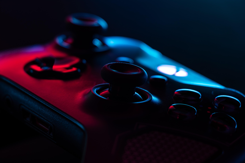 黒コントローラー - ラスベガスの夢を追うビジネスマン、ビデオゲーム機付きRVの誕生